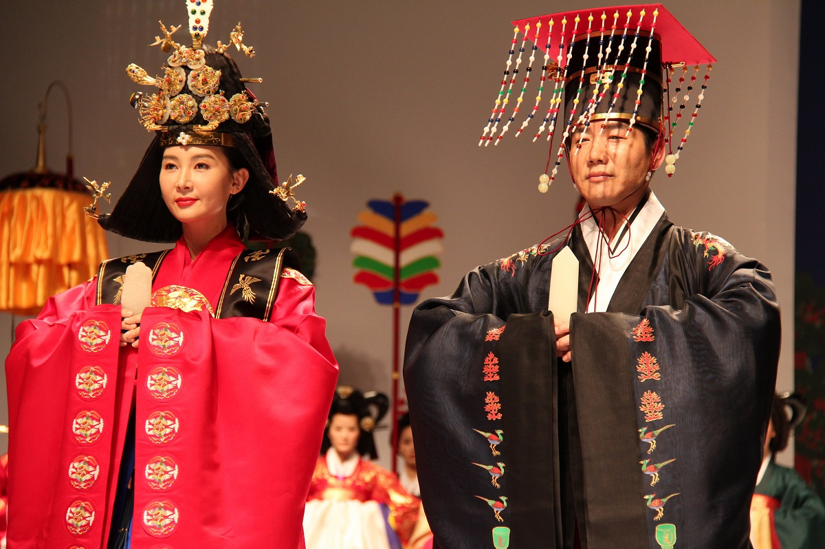 Korean oral tradition, julie christie pictures in black dress